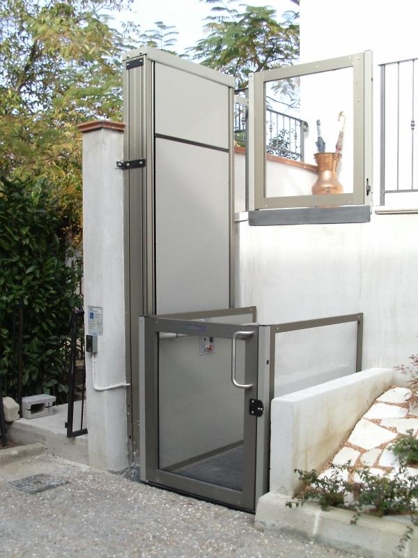 Piattaforme elevatrici a vano aperto - Piccoli montacarichi per interni ...
